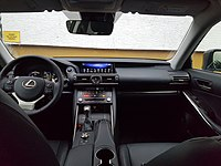 Lexus IS 300h Linkslenker Interieur.jpg
