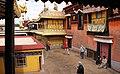 Lhasa-Jokhang-60-Hof-2014-gje.jpg