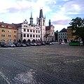 Litoměřice, Rathaus und Kostel Všech svatých vom Mírové náměstí aus.jpg