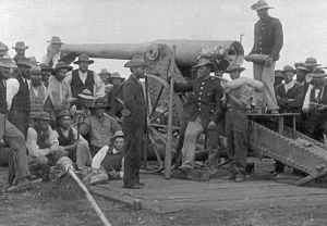 155 mm Creusot Long Tom - Long Tom being loaded during the siege of Mafeking