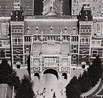 Luchtfoto van het Rijksmuseum 1921 (Nachtwachtuitbouw).jpg