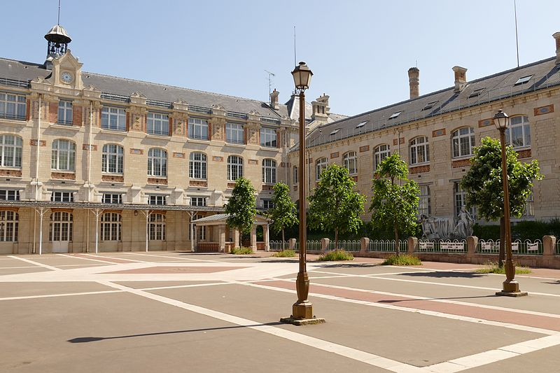 Fichier:Lycée Voltaire Paris Cour d'honneur.jpg