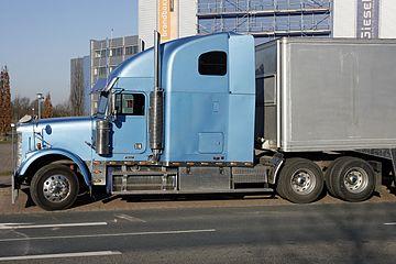 IMCDb org: Freightliner Classic XL in