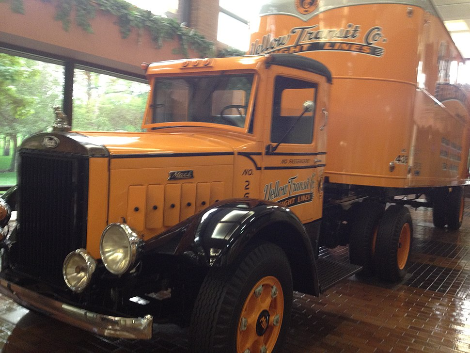 Mack Truck 1939 (restored)
