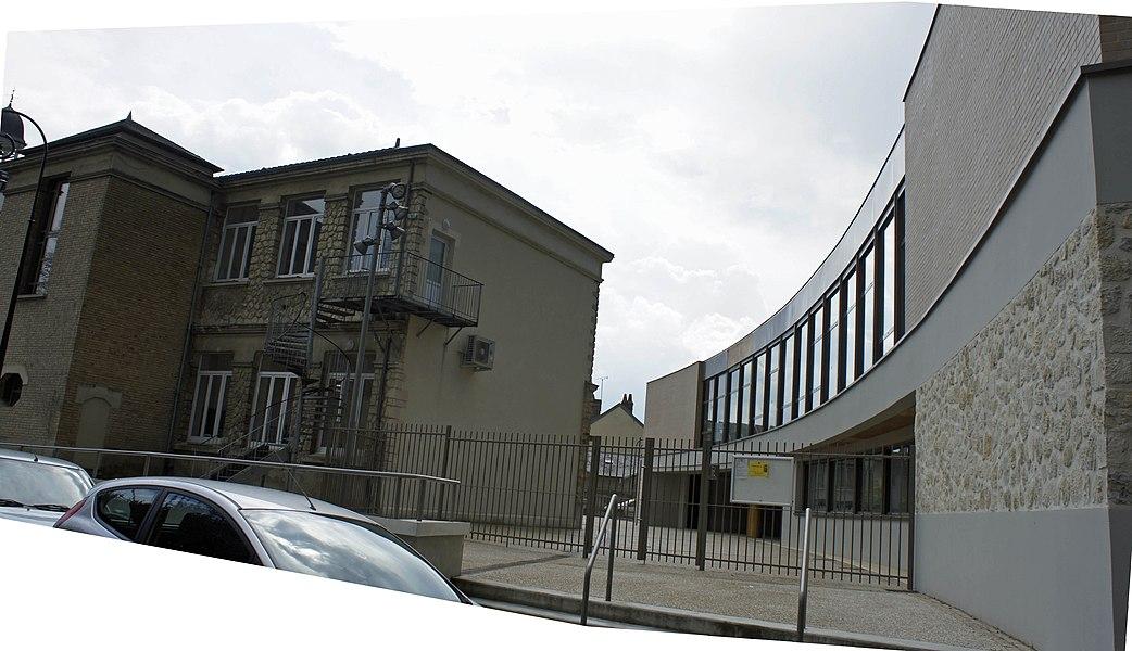 Mairie, médiathèque et école de musique à Jonchery.