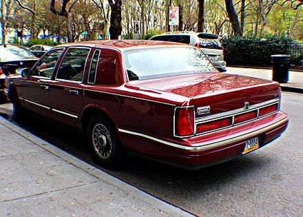Lincoln town car wikiwand 1995 1997 lincoln town car signature series sciox Image collections