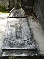 Marignac (31) cimetière tombe (1).JPG