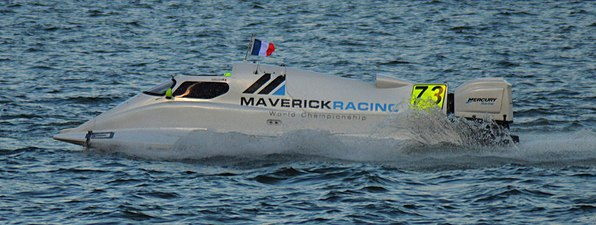 Maverick Racing team's boat during the parade (F1H2O Amaravathi).jpg