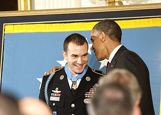 Sebastian Junger - Medal of honor recipient Sgt. Salvatore Giunta beside President Barack Obama
