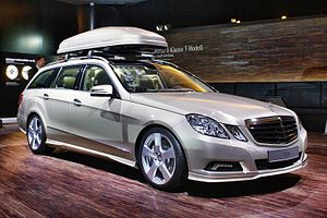 Roof rack - Mercedes-Benz E 500 T-Modell Avantgarde (S212) with roofbox.