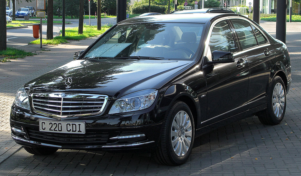 file mercedes c 220 cdi blueefficiency elegance w204 front wikimedia commons. Black Bedroom Furniture Sets. Home Design Ideas