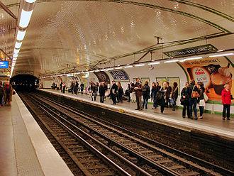 Sèvres – Babylone (Paris Métro) - Image: Metro de Paris Ligne 12 Sevres Babylone 01