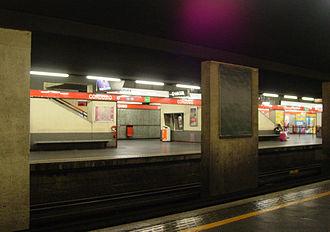 Cordusio (Milan Metro) - Image: Milan metro line 1 Cordusio station 31 05 2014