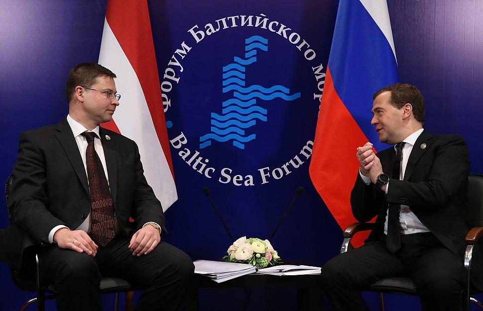 Ministru prezidents Valdis Dombrovskis tiekas ar Krievijas premjerministru Dmitriju Medvedevu (8622388984)