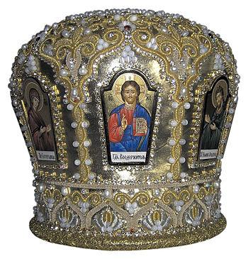Русский: Митра иерейская. Фон - ткань золотого...