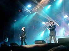 گروه مدرن تاکینگ در آخرین کنسرت خود در سال ۲۰۰۳
