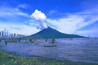 Lake Managua - Image: Momotombo