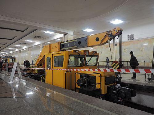 Moscow metro railway crane KMP-65M (17961057215).jpg