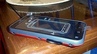 Motorola Defy - Image: Motorola Defy RED unboxed