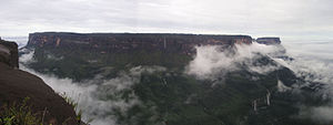 Mt Kukenan from Mt Roraima in Guyana HighLand 001.JPG