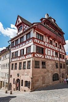 Das Albrecht-Dürer-Haus am Tiergärtnertor in Nürnberg, ab 1509 die Wohn- und Arbeitsstätte Dürers (Quelle: Wikimedia)