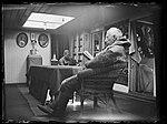 """NPRA2003. Roald Amundsen og en uidentifisert mann i """"Mauds"""" salong (29437167146).jpg"""