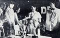 Nana Mayo receiving an award Dunia Film 15 Jul 1954 p17.jpg