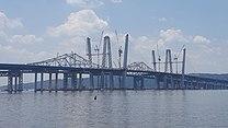 Dwa duże mosty na boki