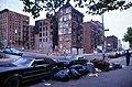 New York-Bronx-14-Haeuser-Muell-136th E-1982-gje.jpg