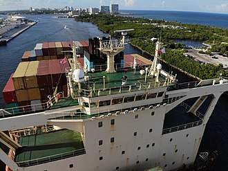 Port Everglades - Maersk New York departing from Port Everglades