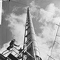 Nieuwe televisiemast in de Wieringermeer, met de lift bui de toren gaan de arbei, Bestanddeelnr 918-0321.jpg