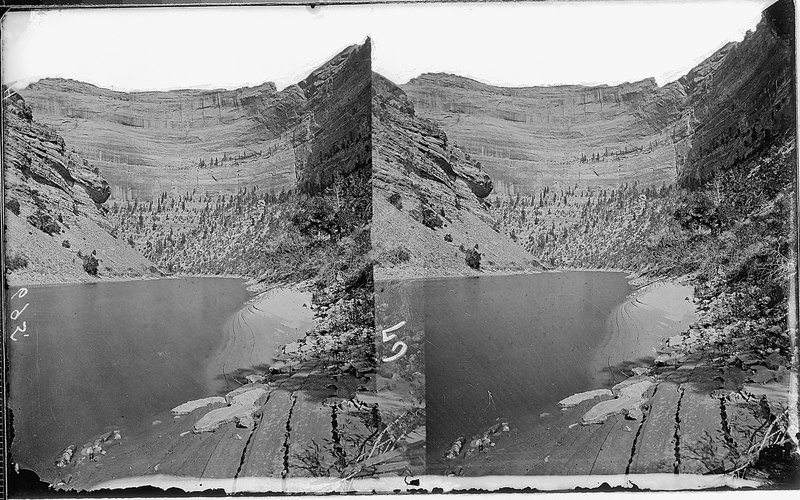 File:No title. Shows river coming around a bend. Old nos. 284, 419, 695. - NARA - 517922.tif