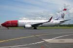 Norwegian (Gustav Vigeland livery), LN-NOO, Boeing 737-86Q (17881355653).jpg