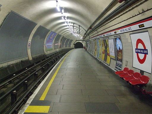 Notting Hill Gate stn eastbound Central look west