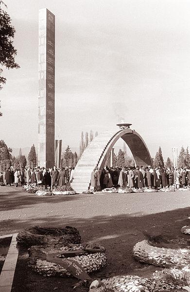 File:Odkritje spomenika žrtvam fašizma v Gradcu 1961 (1).jpg