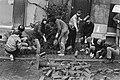 Ontruiming kraakpand Singel 114 Amsterdam actievoerders werpen barricade op, Bestanddeelnr 933-1247.jpg