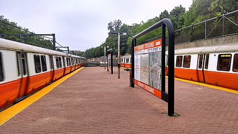 Orange Line trains at Roxbury Crossing, May 2014.jpg