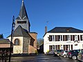 P1060096 Blicourt - Mairie et chevet de l'église Saint-Martin.JPG