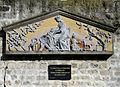 P1310612 Paris XX rue ferme de Savy bas-relief Commune rwk.jpg