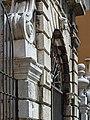 Palazzo Vescovile dettaglio ingresso Brescia.jpg