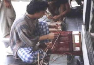 Pandanus - Making pandan wicker
