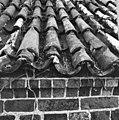 Pannendak, bestaande uit holle en bolle dakpannen, tijdens restauratiewerkzaamheden - Bornwird - 20329551 - RCE.jpg