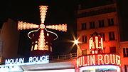 Paříž: Moulin Rouge v noci