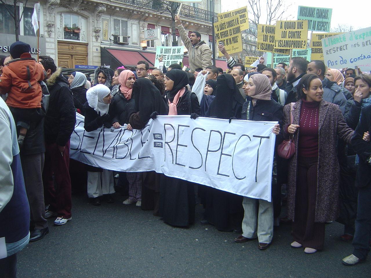 Paris 2006-02-11 anti-caricature protest bannieres dsc07496.jpg