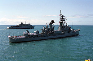HMAS Jervis Bay (GT 203) - HMAS Jervis Bay (rear) with HMAS Perth in 1992