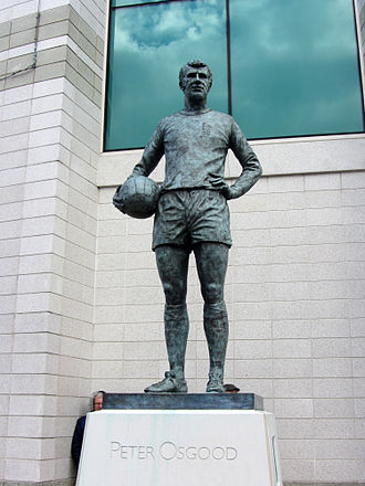 Peter Osgood - Statue of Peter Osgood outside Stamford Bridge