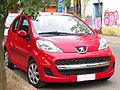 Peugeot 107 1.0 Active 2010 (11863122825).jpg
