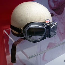 Phil Hill helmet and racing goggles right Museo Ferrari.jpg