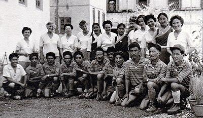 Photo de groupe avant le départ - Expédition féminine de 1959 au Népal.jpg