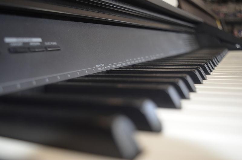 קלידים בפסנתר